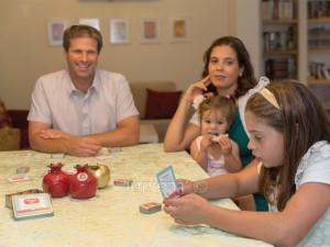 'משחגים ביחד!' - סדרת משחקים משפחתיים לחגים. דוגמאות בלחיצה כאן